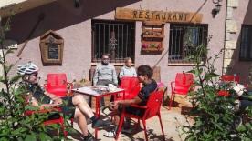 Kaffeetrinken im Reggaerestaurant.